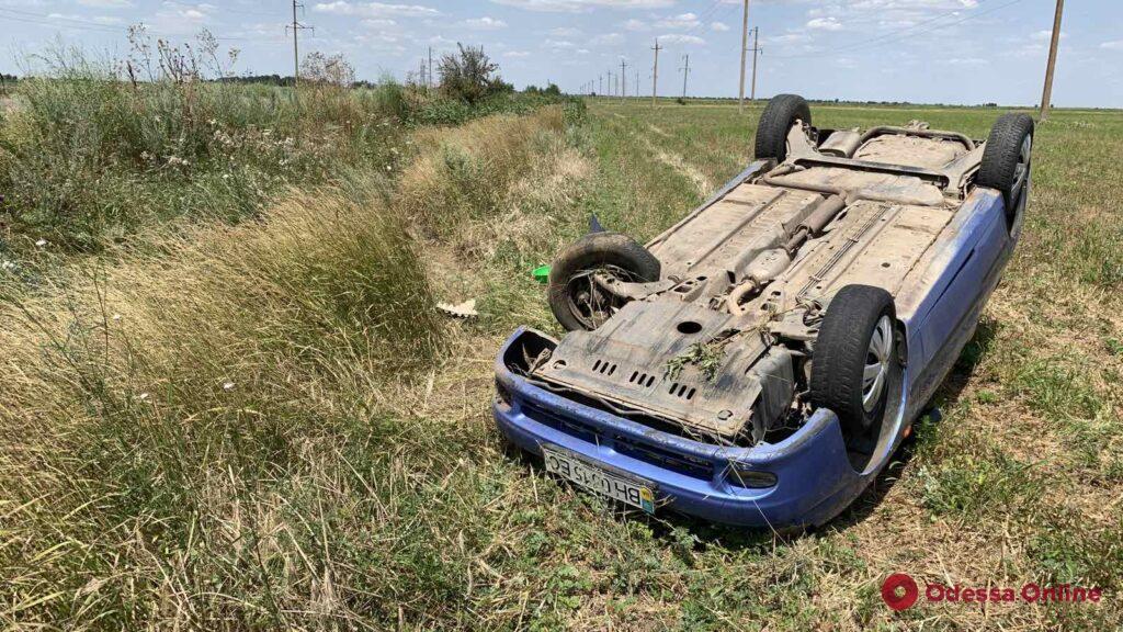 Две аварии за один день: на трассе Одесса-Рени Daewoo и Volkswagen слетели с дороги (фото)
