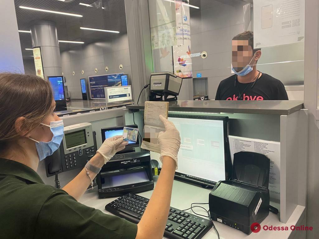 В Одесском аэропорту в Украину не пустили иранца с чужими итальянскими документами