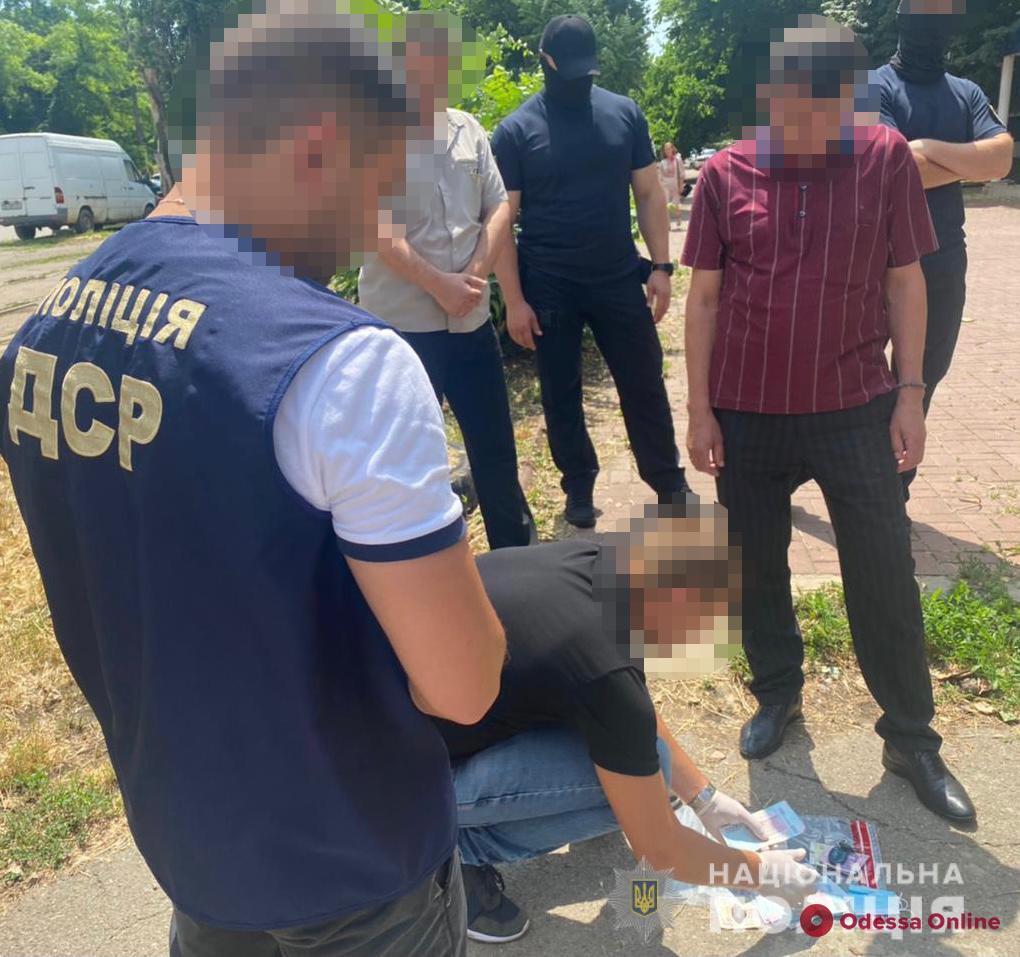 В Одессе на взятке поймали чиновника горсовета