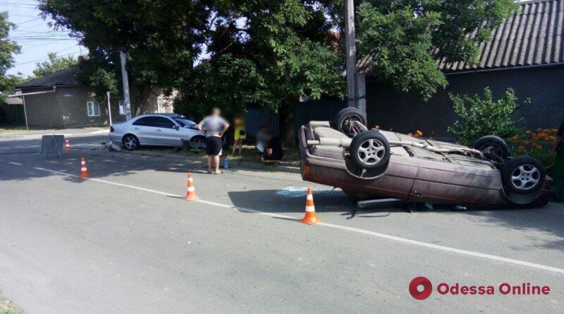 ДТП с «перевертышем»: в Измаиле столкнулись Mercedes-Benz и BMW (фото)