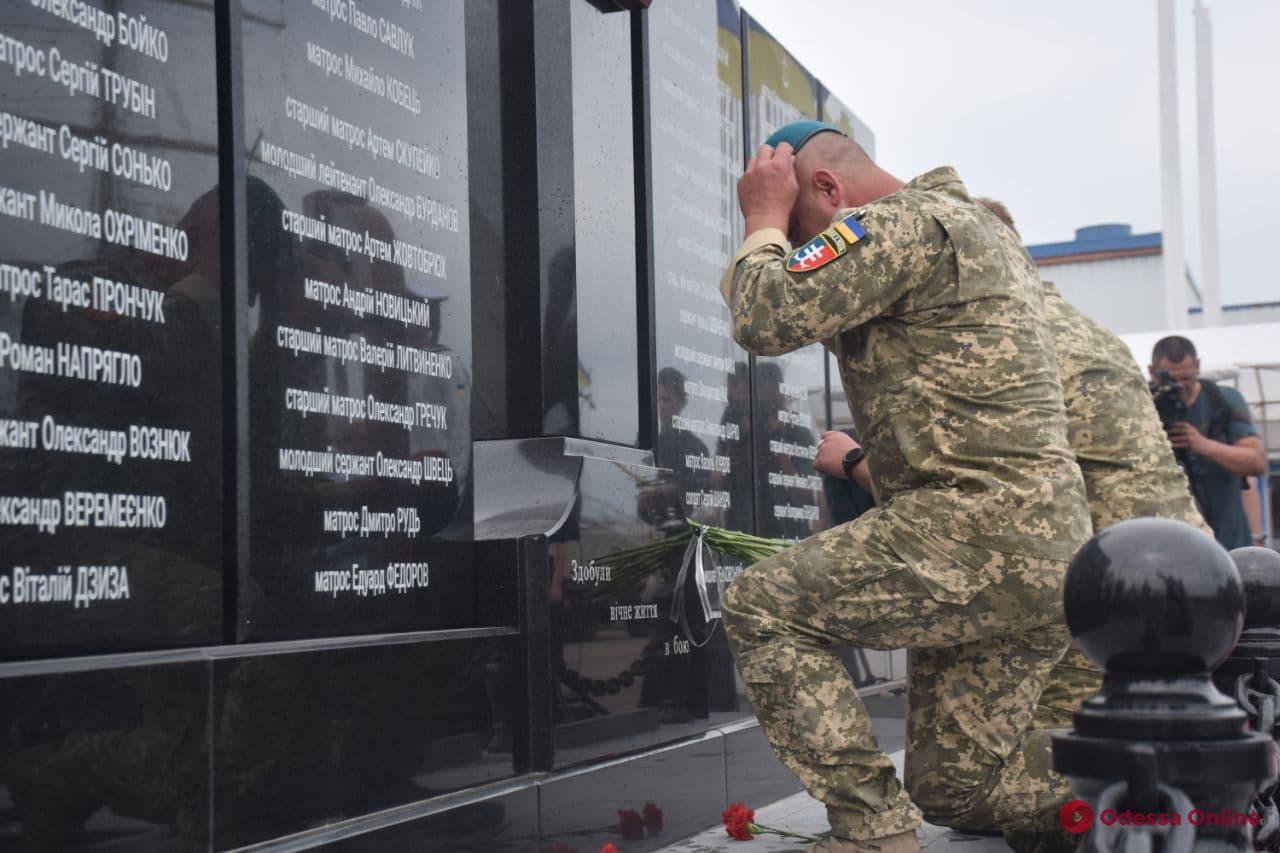 Мемориал погибшим военным морякам открыли в Одесском порту