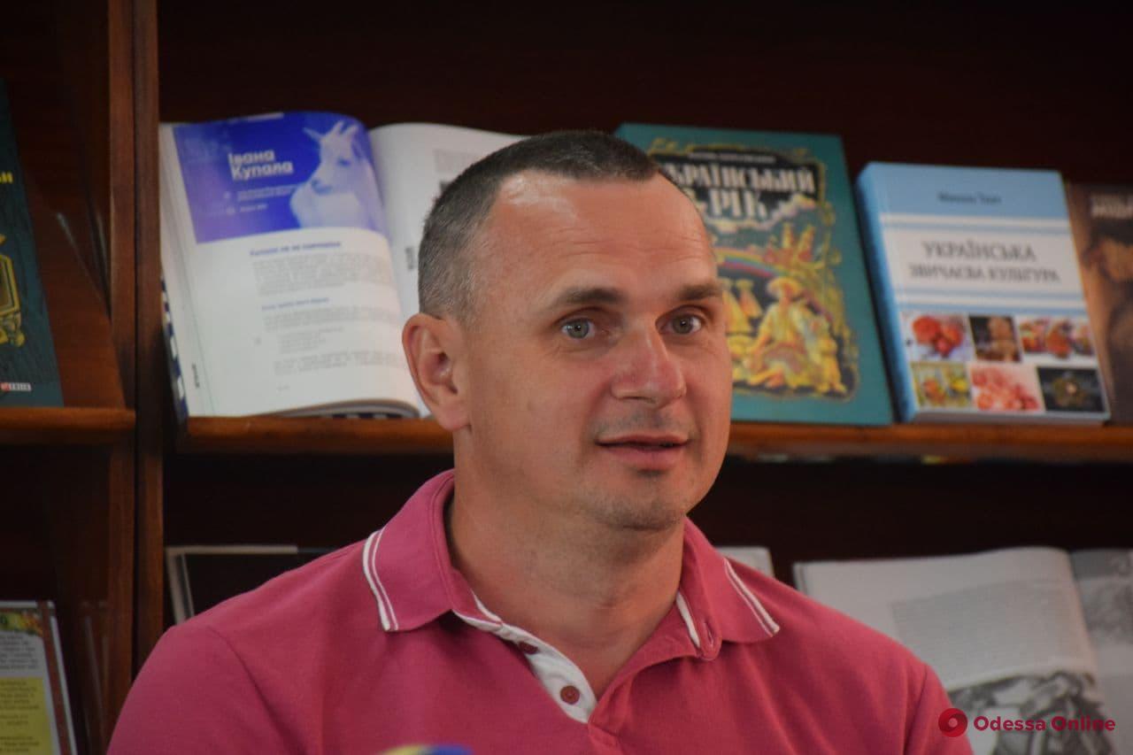 «Хроника одной голодовки» и не только: Олег Сенцов представил в Одессе двухтомник о жизни за решеткой