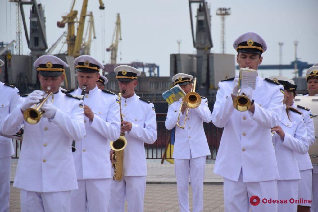 В Одессе по случаю Дня ВМС проходит парад воздушной авиации (фото, видео, обновлено)
