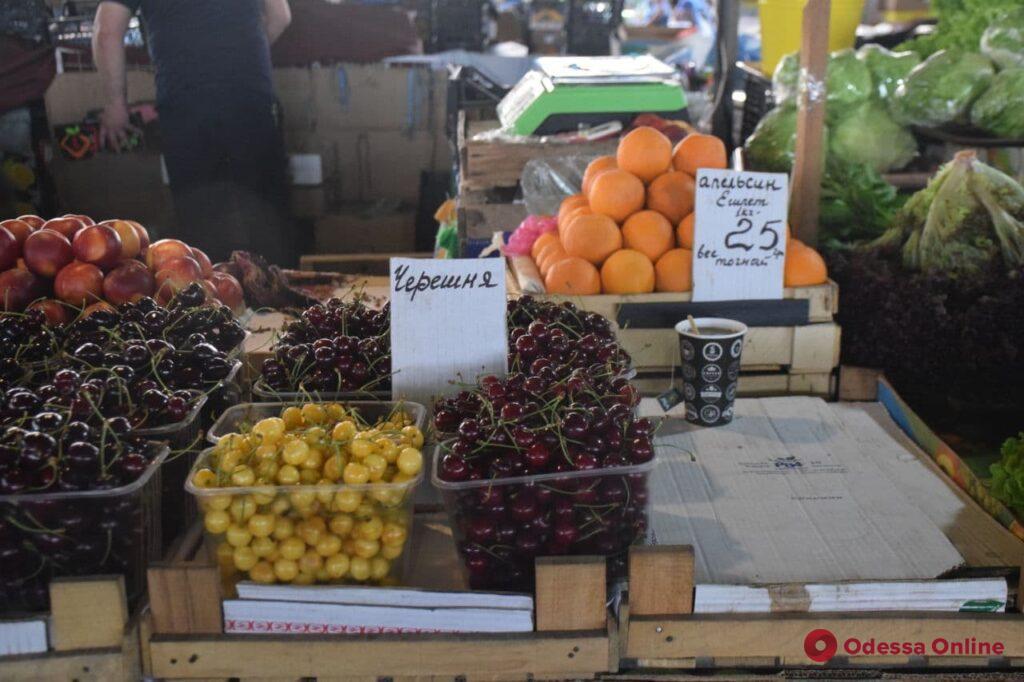 Дыня, творог и толстолобик: воскресные цены на одесском «Привозе»