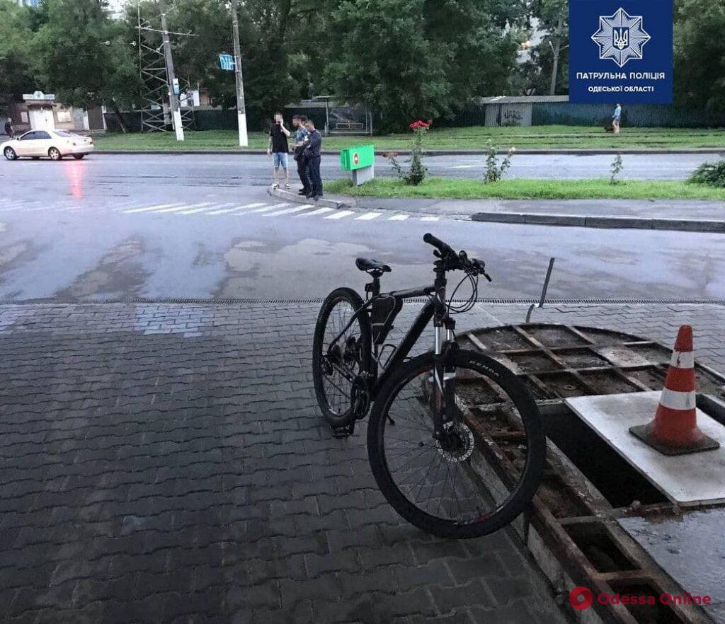 На Люстдорфской дороге водитель «Жигулей» сбил велосипедиста