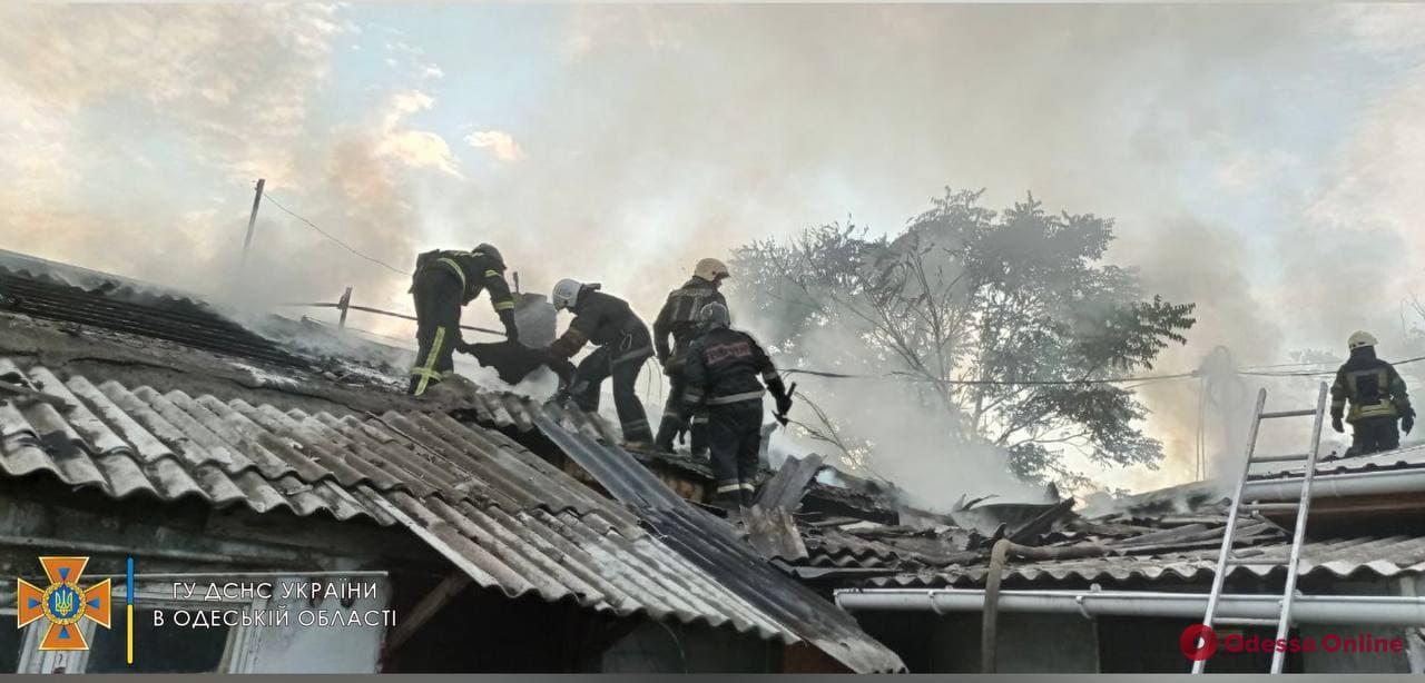 На Балковской горит заброшенное здание (видео)