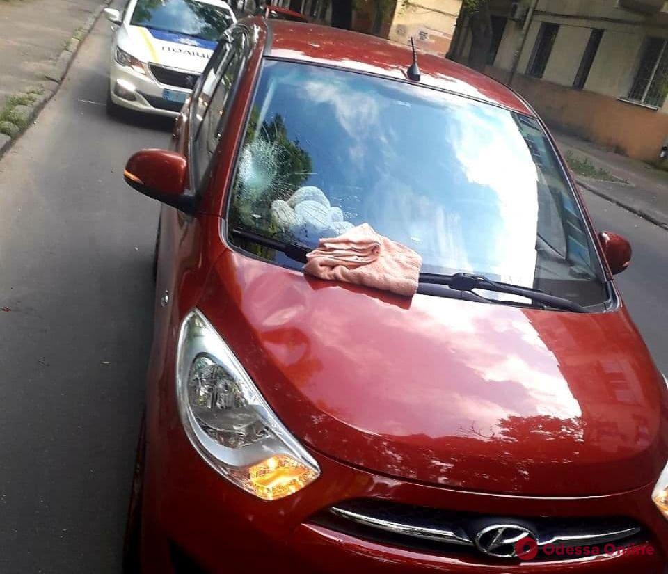 На Молдаванке автомобиль сбил ребенка, который выбежал на проезжую часть