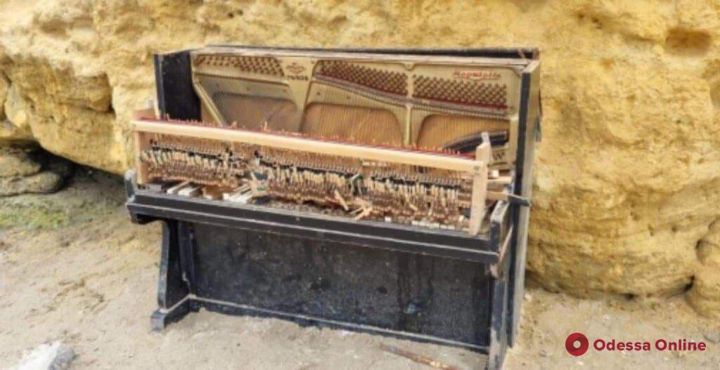 В Одессе планируют установить новое пляжное пианино вместо сломанного вандалами