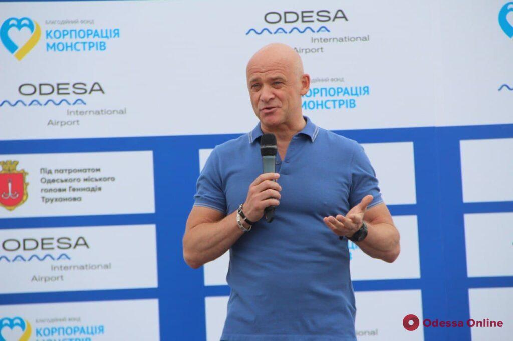В Одессе провели уникальный благотворительный забег по новой взлетно-посадочной полосе аэропорта (фото)