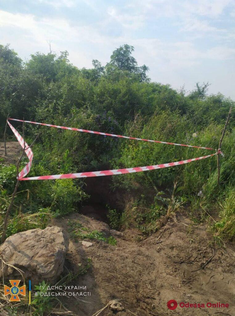 Жителей Одесской области напугали зарытые в земле бочки с неизвестным веществом