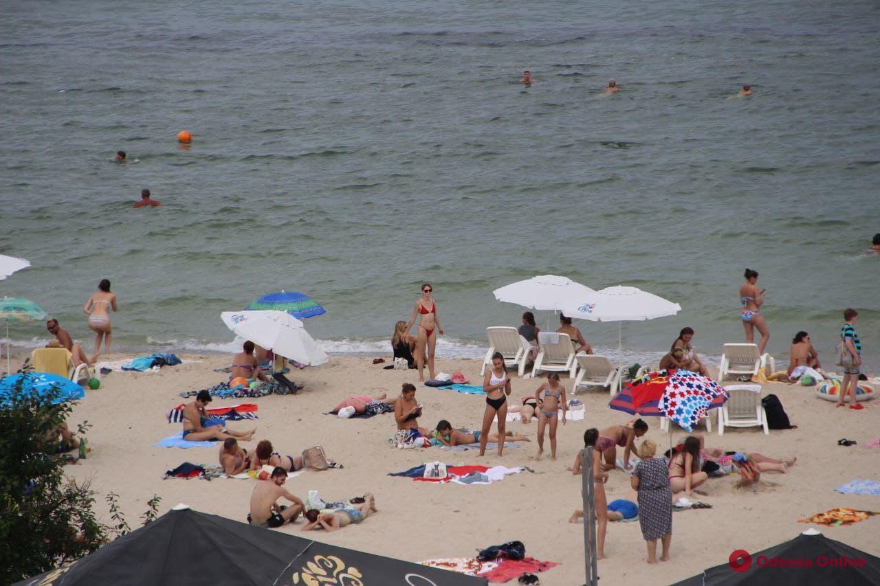 Море, солнце и хорошее настроение: пляжный сезон в Одессе в разгаре (фоторепортаж)