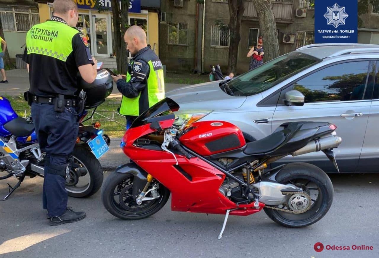 На Черемушках с погоней ловили мотоциклиста-нарушителя