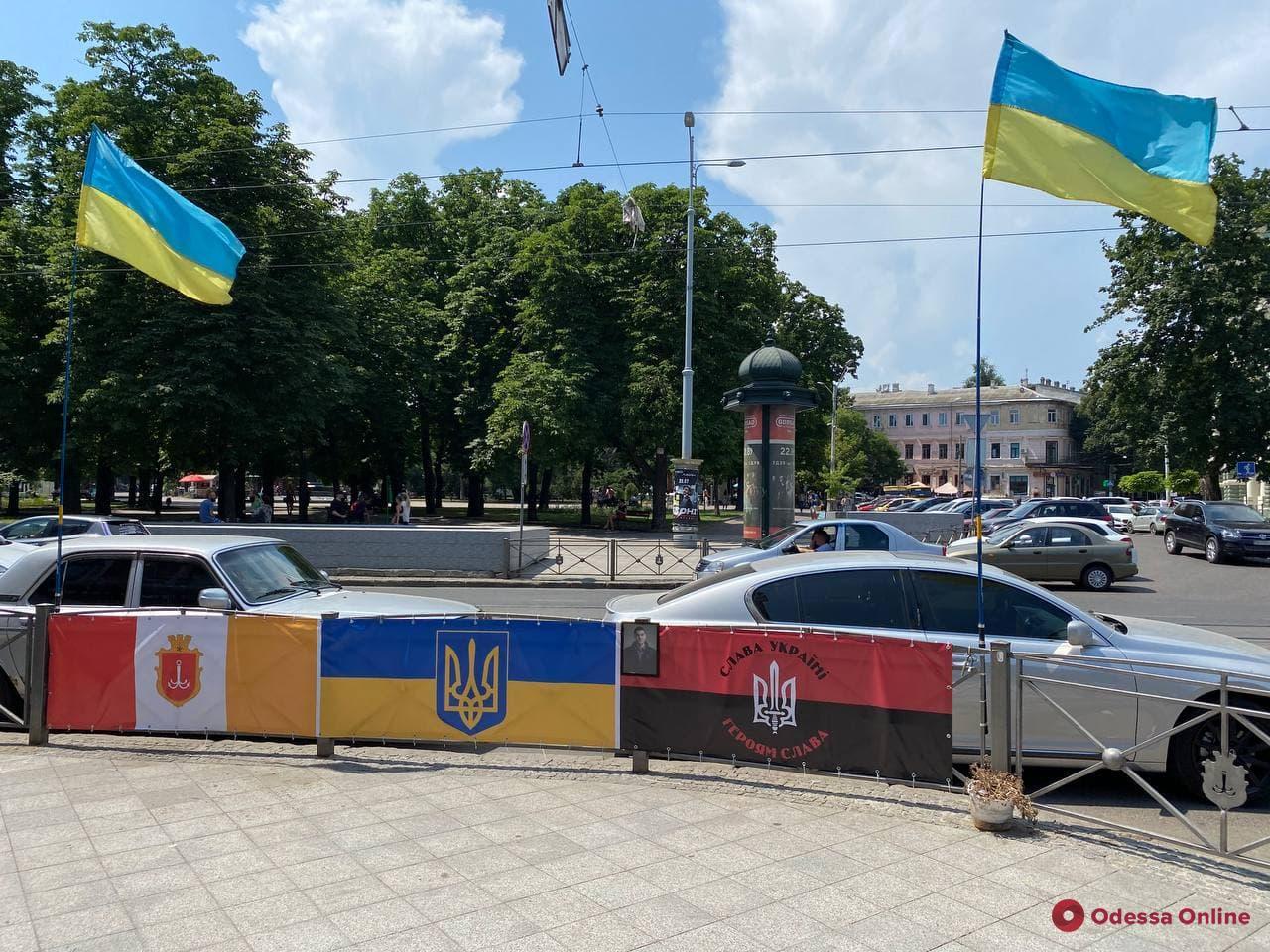 На Преображенской заменили флаг на месте гибели первых жертв трагедии 2 мая, который подожгли вандалы