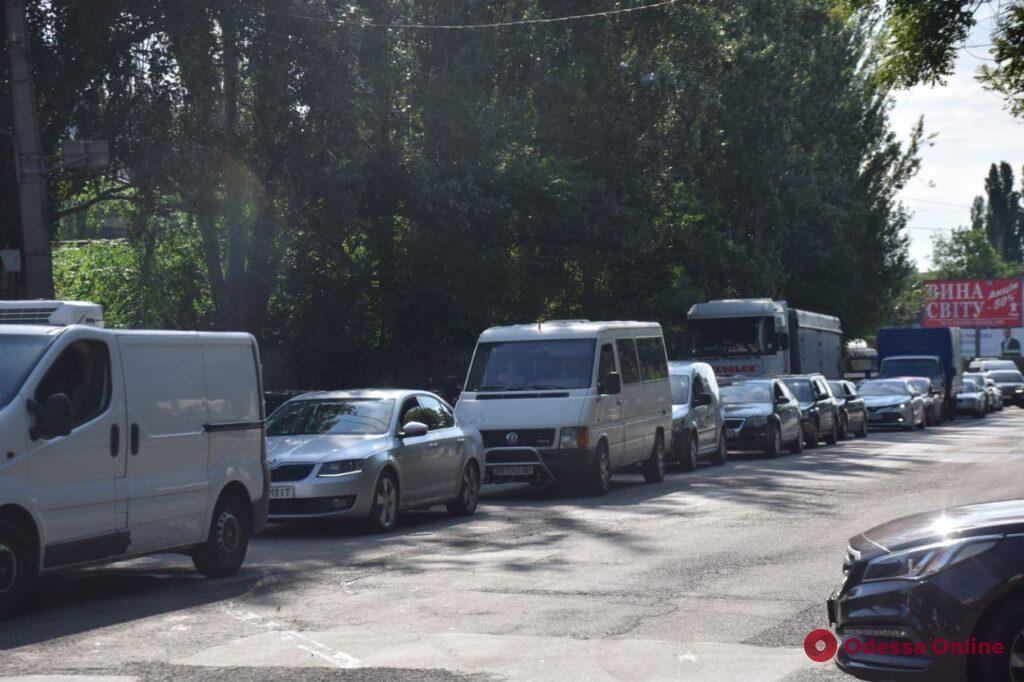 Последствия непогоды: подтопленные улицы, парализованное движение трамваев и заблокированный проезд на поселок Котовского (обновлено)