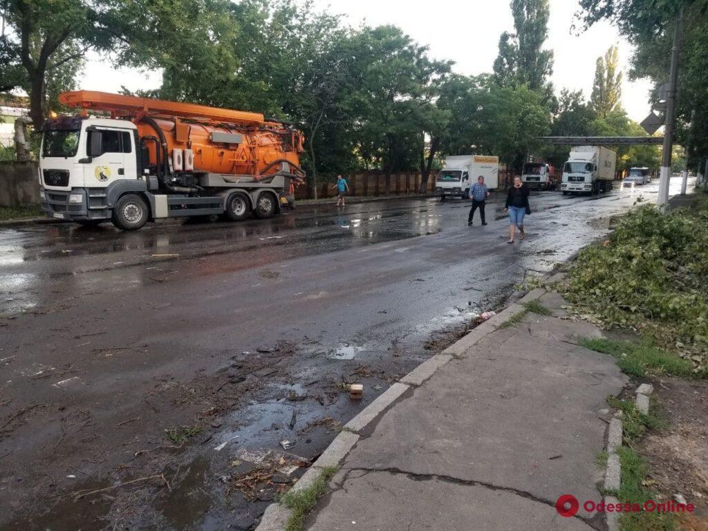 В Одессе остаются подтопленными улицы Атамана Головатого и Щеголева