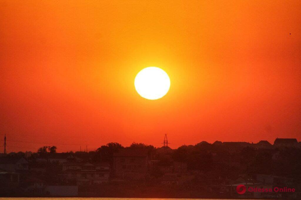 Красоты окрестностей Одессы: потрясающий закат на Хаджибейском лимане (фоторепортаж)