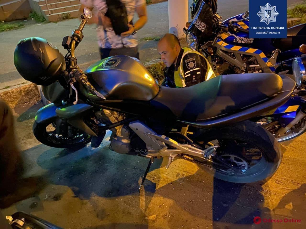 На Молдаванке поймали «шумахера» на угнанном мотоцикле и без прав