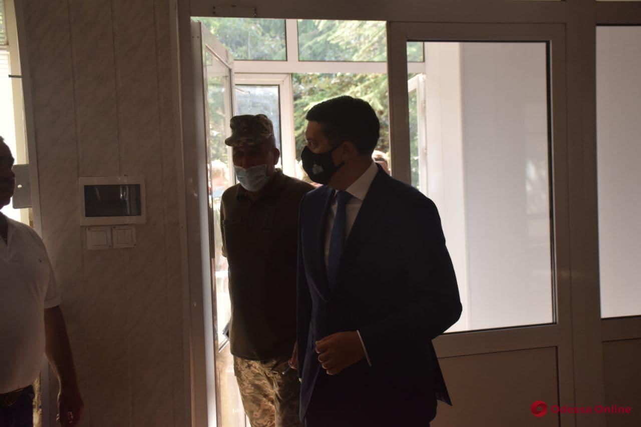 Глава Верховной Рады Разумков в одесском военном госпитале наградил медиков и бойцов ООС (фото, видео)