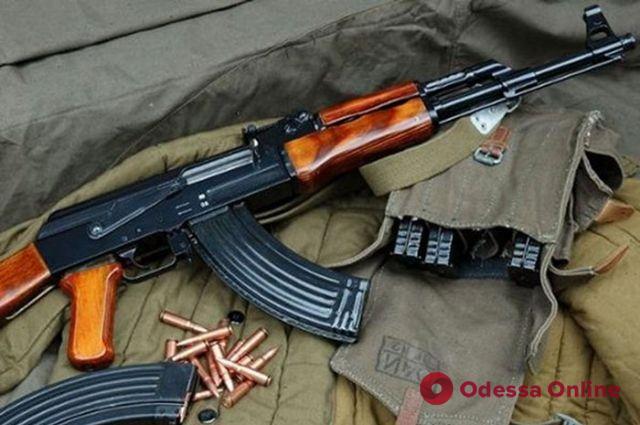 Одессит угрожал застрелить соседа из автомата Калашникова