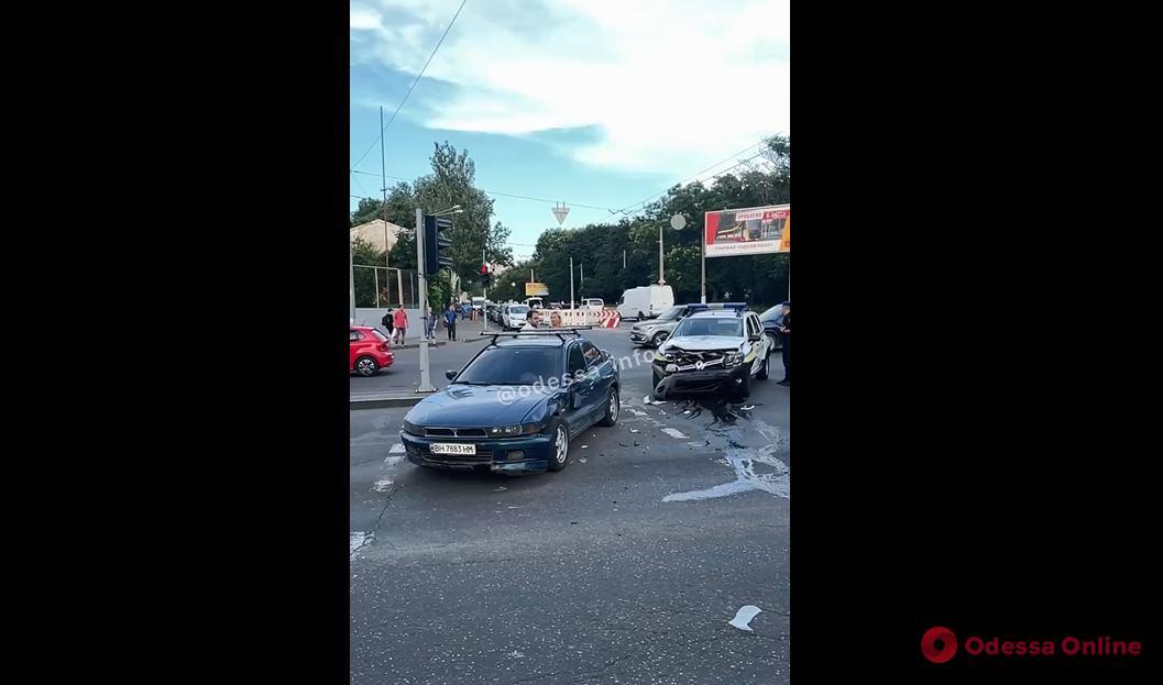 На Молдаванке в аварию попал служебный автомобиль Нацгвардии