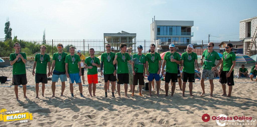 Одесская команда завоевала серебряные медали чемпионата Украины по пляжному алтимат фрисби