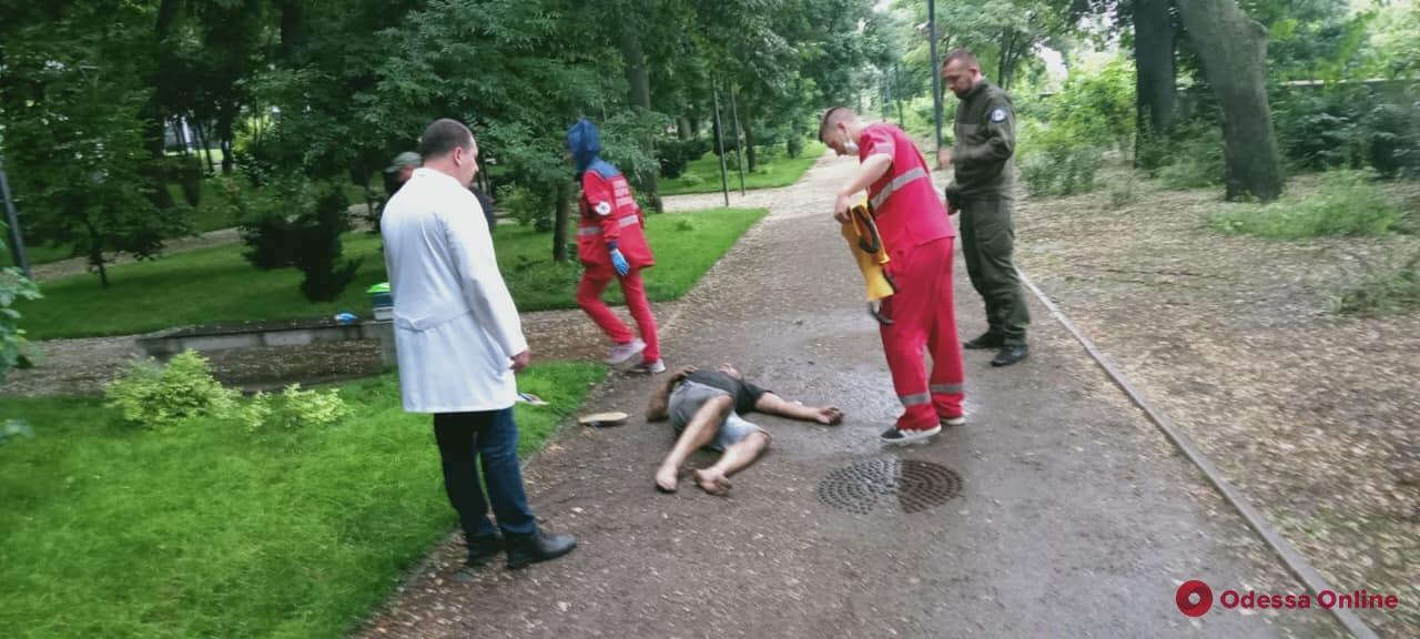 Передозировка: в Греческом парке нашли мужчину без сознания