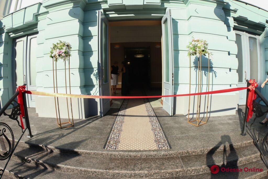 Премьерный спектакль и поздравления: в Одессе Украинский театр распахнул свои двери после реставрации (фото)