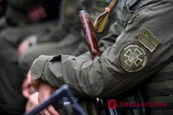 В Одессе нацгвардейцы спасли мужчину, который хотел повеситься на дереве