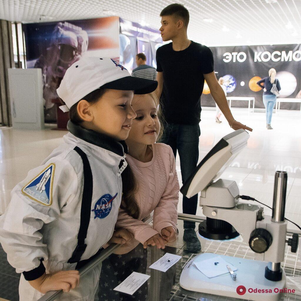 КОСМОС ВАШ – это первая в Украине космическая выставка-приключение для всей семьи!