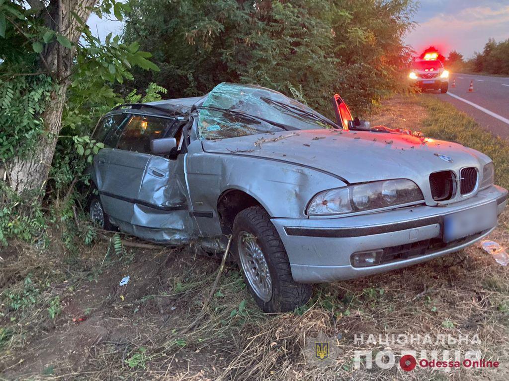 На трассе Одесса-Рени BMW влетел в дерево – водитель погиб