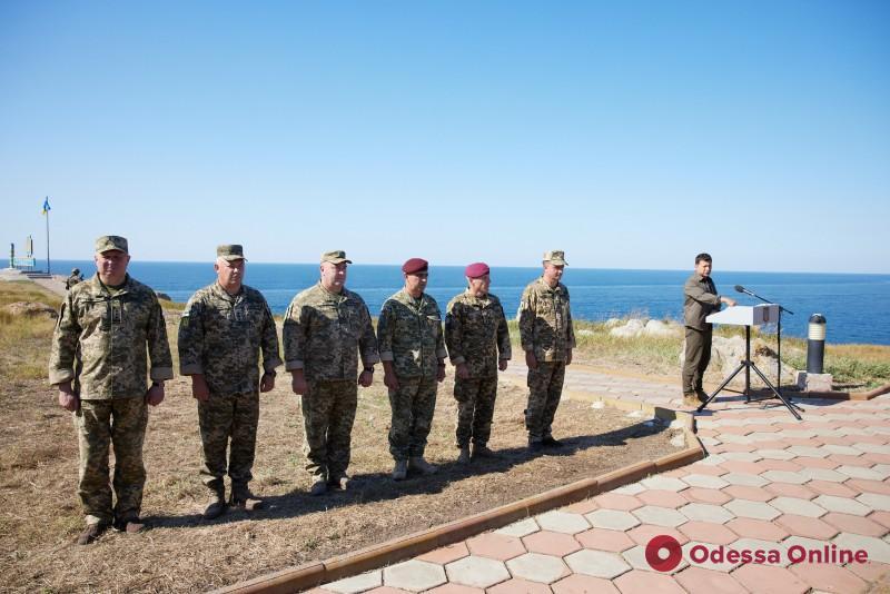 Зеленский посетил остров Змеиный и представил новоназначенных командующих в ВСУ