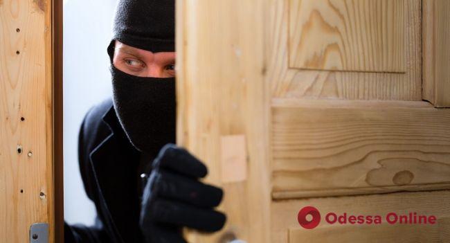 Полиция ищет владельцев украденных вещей: серийный вор совершил под Одессой семь краж