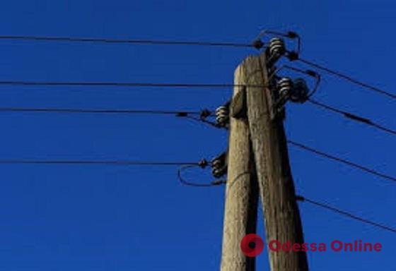 В Одесской области мужчина залез на электроопору и погиб от удара током