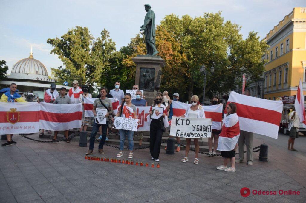«Кто убивает белорусов?». На Приморском бульваре организовали акцию памяти активиста Шишова (фото, видео)