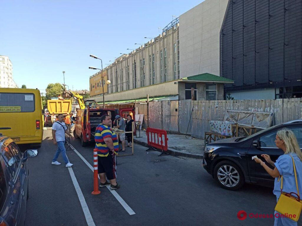 На Екатерининской в районе «Привоза» готовятся сносить торговые павильоны (фото, видео, обновлено)