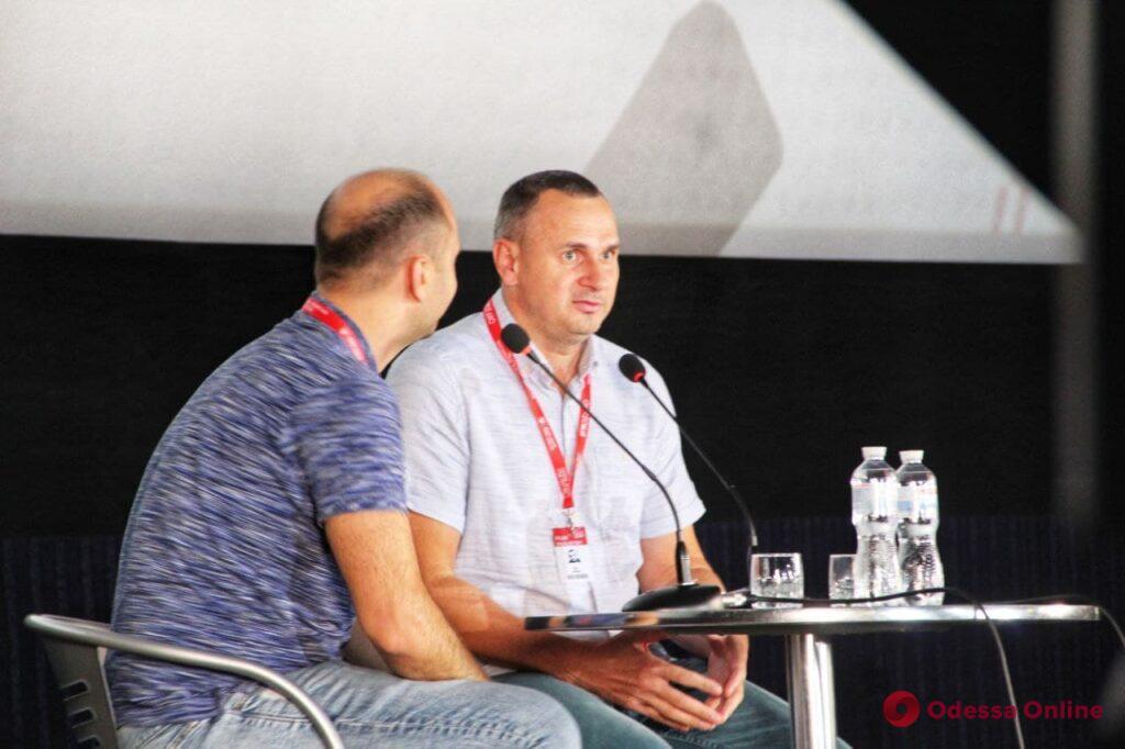 Судьба «Носорога» и «тюремные» сценарии: Олег Сенцов провел творческую встречу в Одессе (фото)