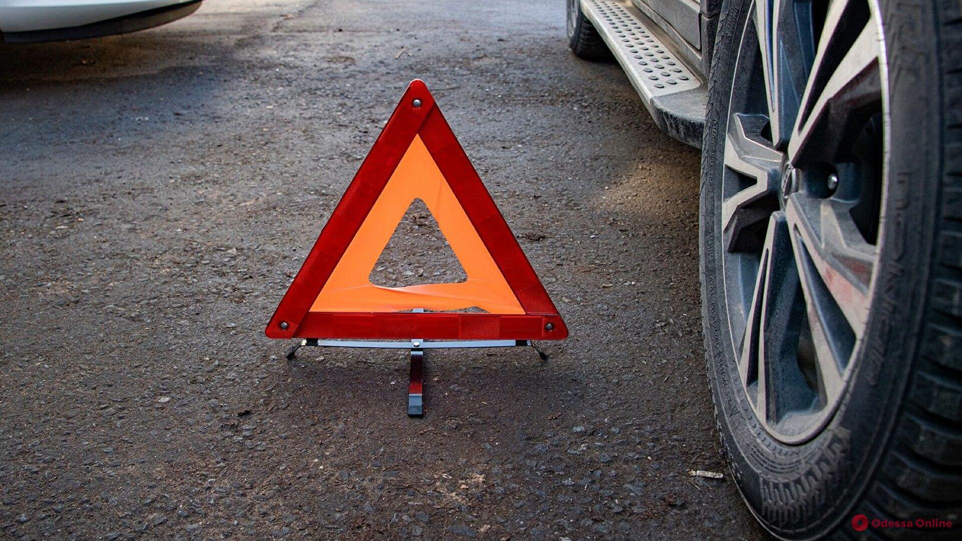 В Одессе пьяный сотрудник СТО угнал авто клиентки и устроил ДТП