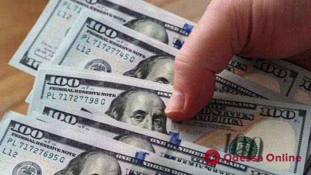 На Гагаринском плато у пенсионерки украли 11 тысяч долларов