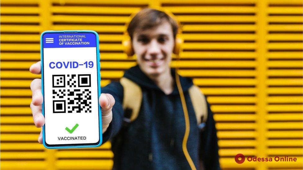 Распечатать COVID-сертификат можно будет в конце сентября – глава Минцифры