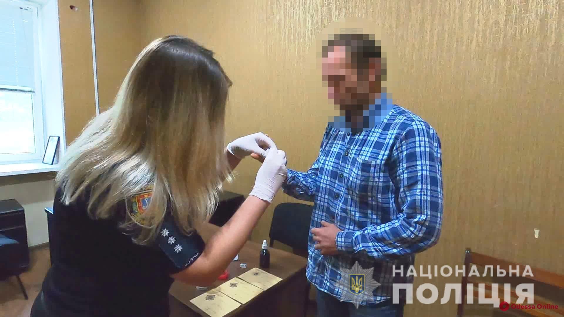 Планировал продать: херсонец прятал гранаты в камере хранения одесского супермаркета (фото, видео)