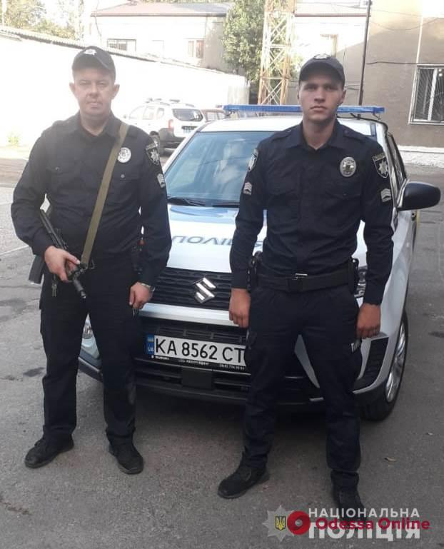 Под Одессой полицейские охраны спасли трех человек из горящего дома (видео)