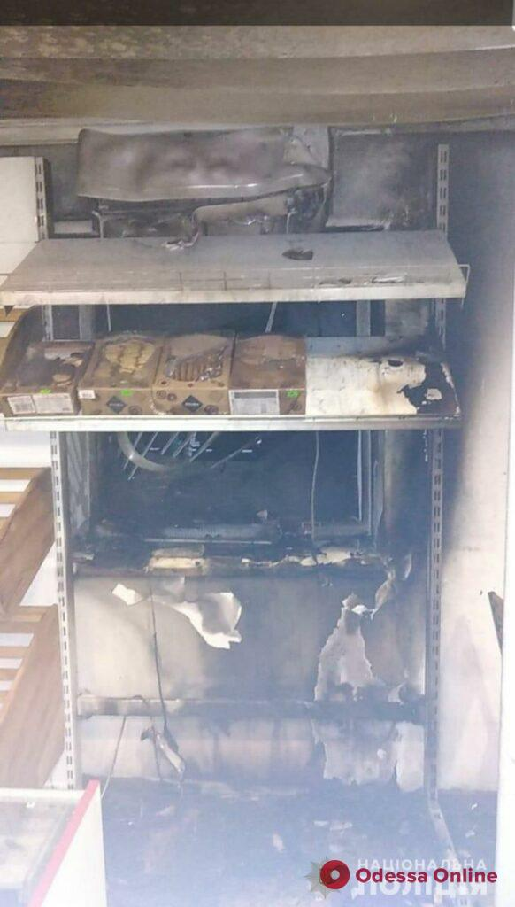 В Болграде ночью подожгли продуктовый магазин (фото)