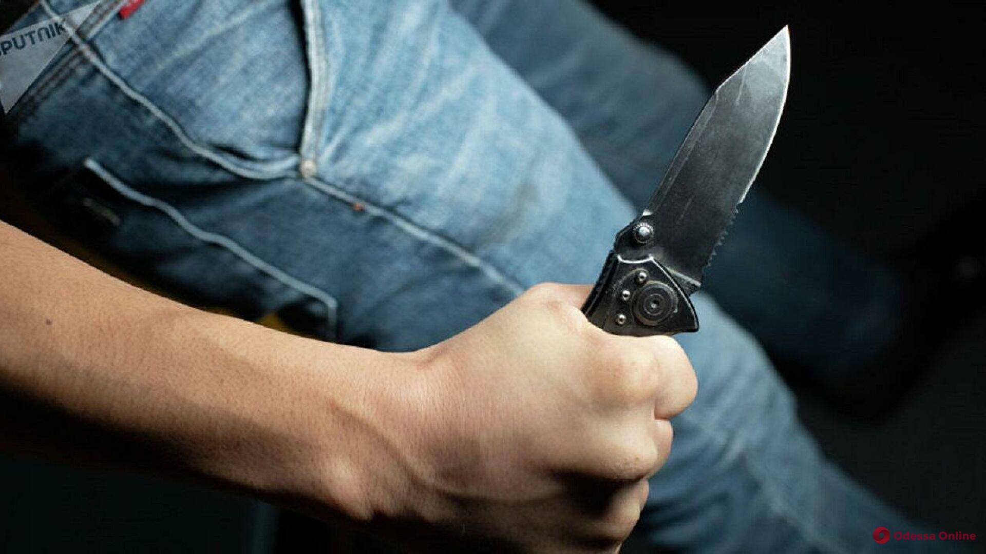 В Одессе студент порезал ножом трех мужчин