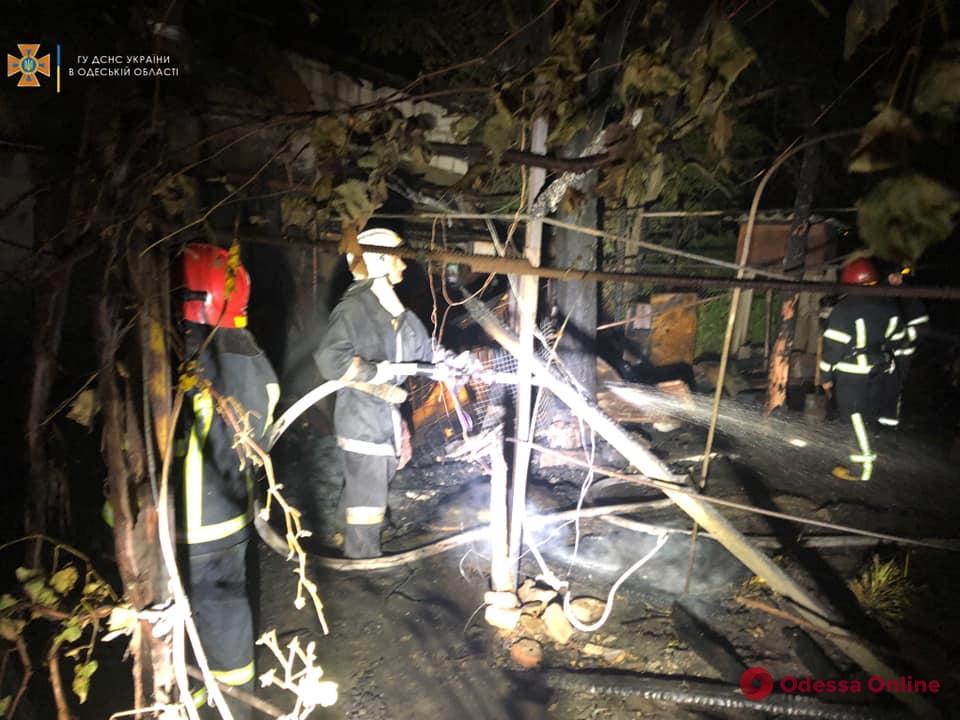 На Кишиневской горит жилой частный дом (обновлено)