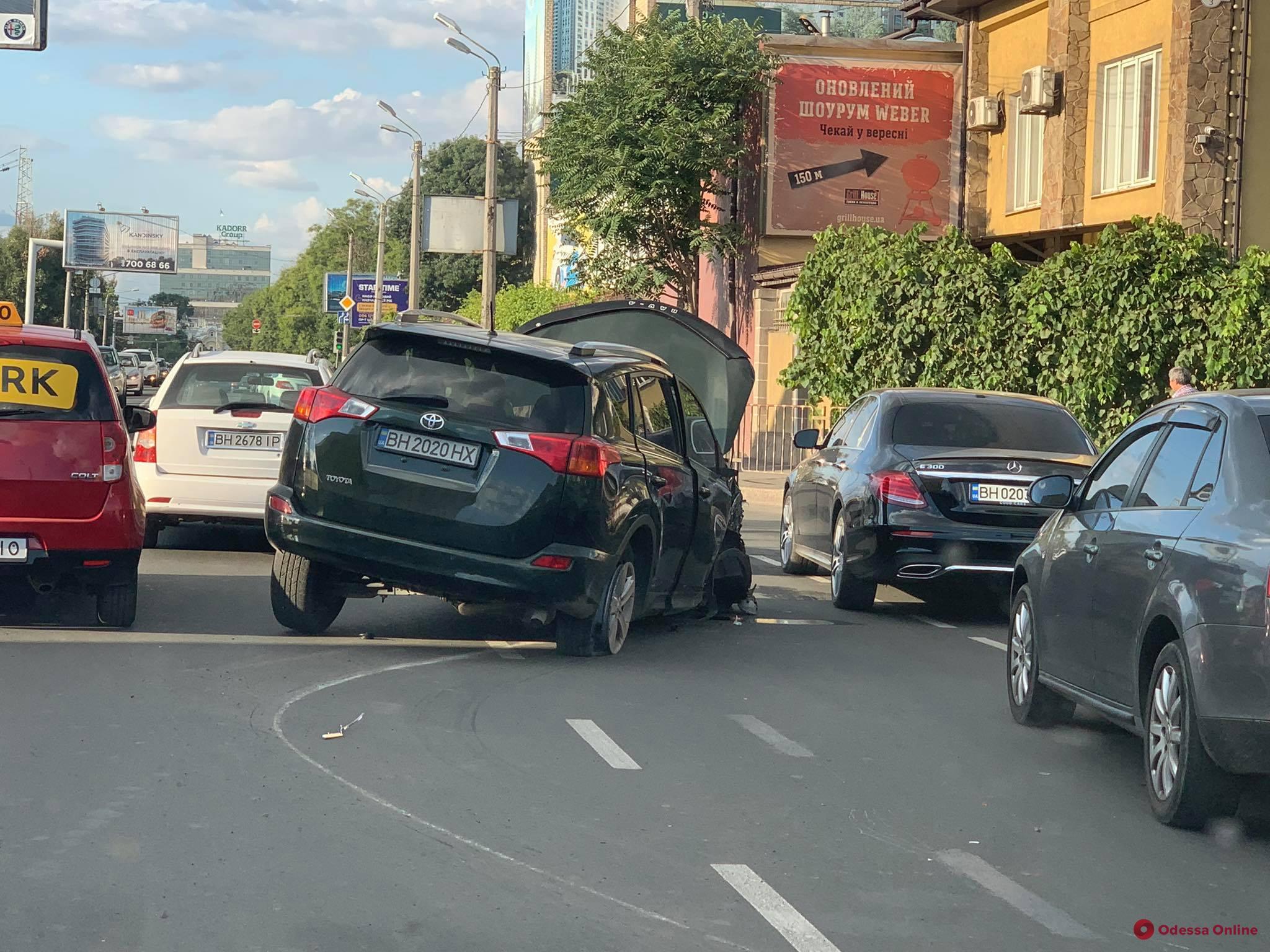 Из-за ДТП на Среднефонтанской затруднено движение в сторону центра города