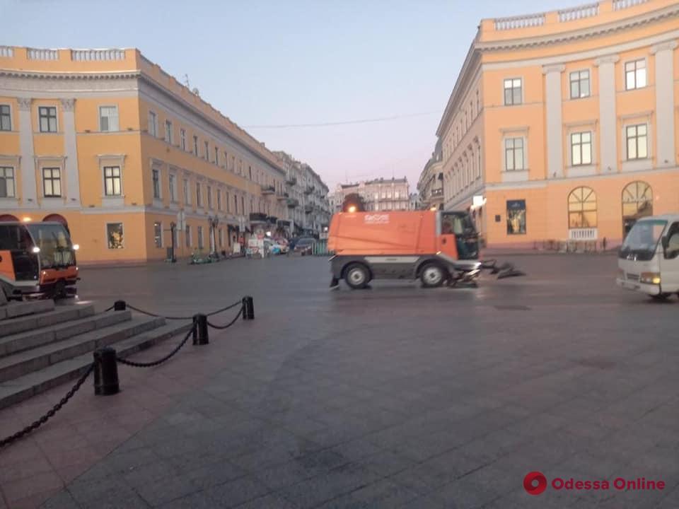 После яркого и зрелищного праздника одесситы проснулись в чистом городе (фото, видео)