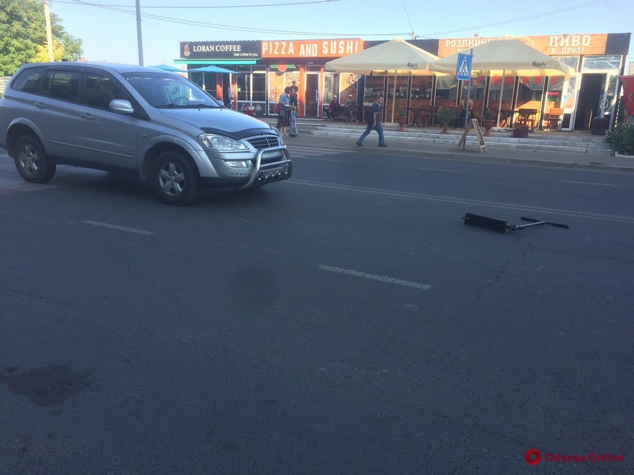 Ехал на самокате: на поселке Котовского автомобиль сбил подростка на пешеходном переходе