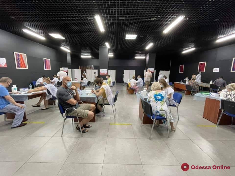 В Одессе открылись десять пунктов массовой вакцинации от COVID-19