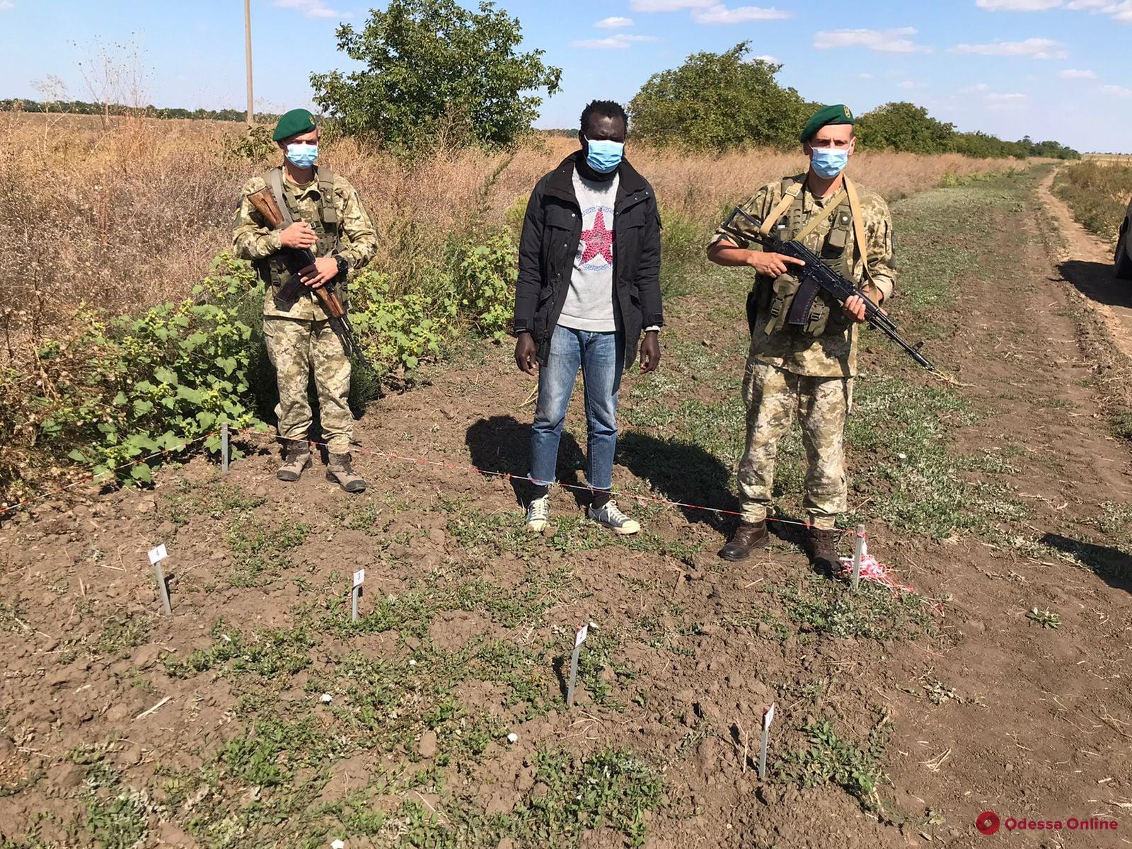 Шел в Украину в поисках лучшей жизни: в Одесской области на госгранице задержали гражданина Гамбии