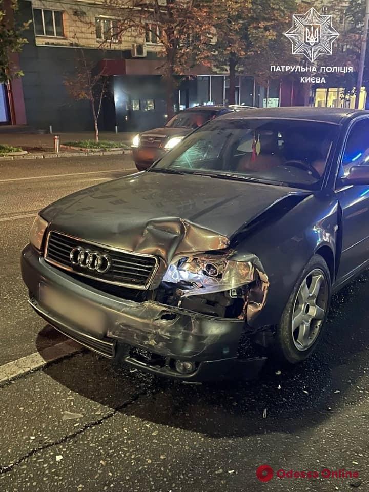 В Киеве пьяный лихач на Audi въехал в автомобиль патрульных